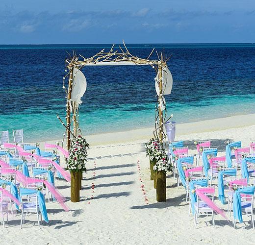 Ślub w plenerze nad wodą