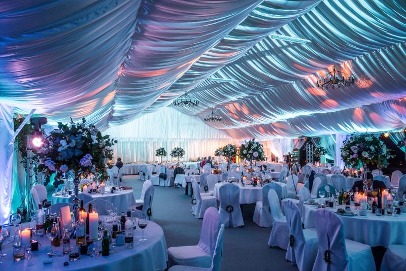 oświetlenie namiotu weselnego