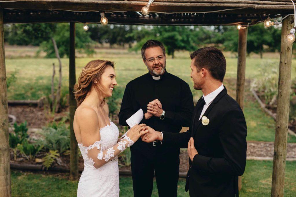 ślub kościelny w plenerze zgoda