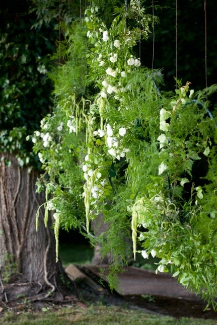 wiszące kwiatowe ozdoby