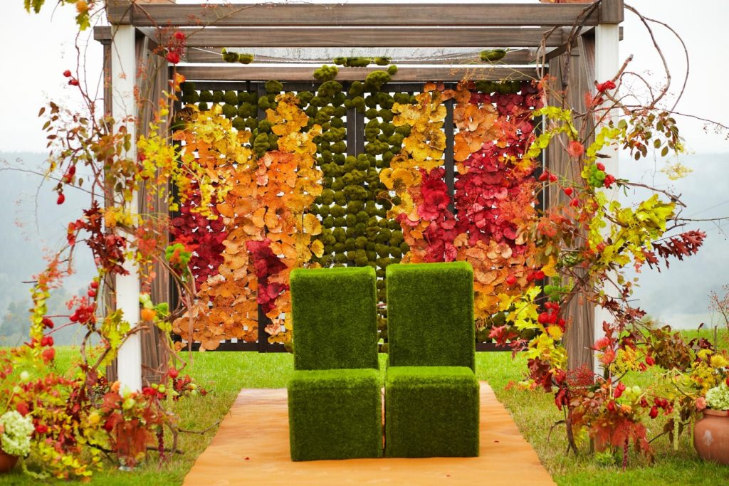 kolorowa kwiatowa altana ślubna
