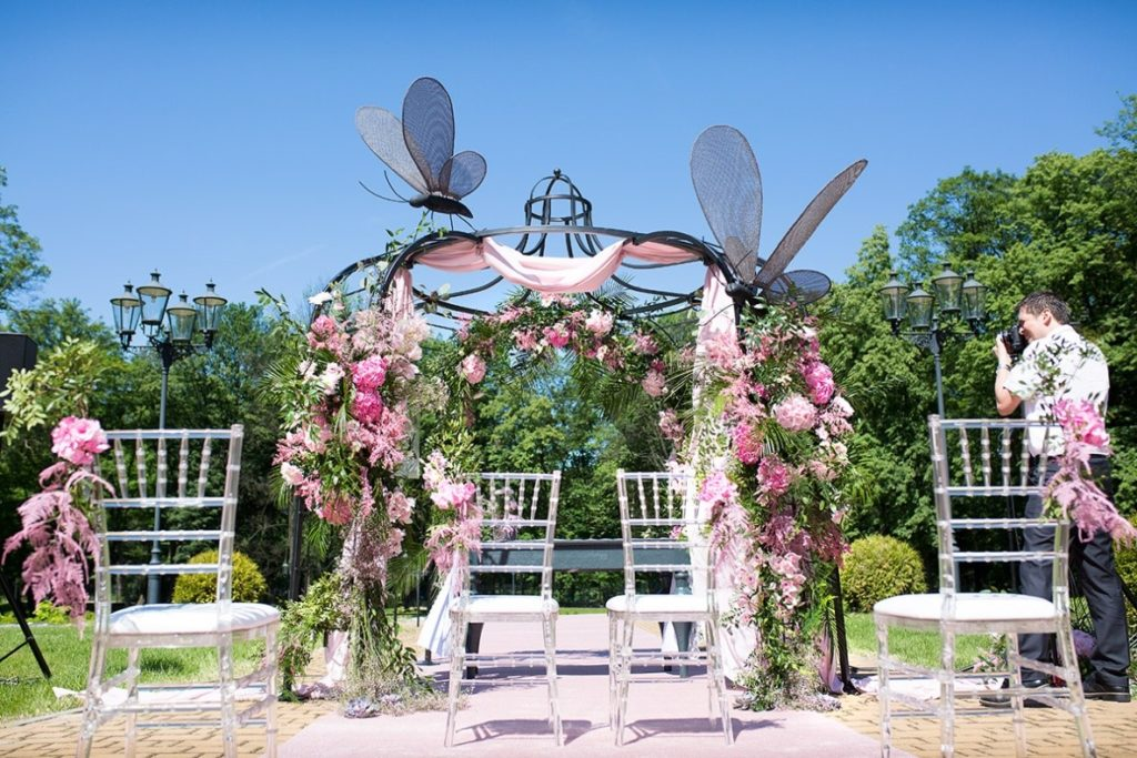 elementy dekoracyjne ślubu plenerowego
