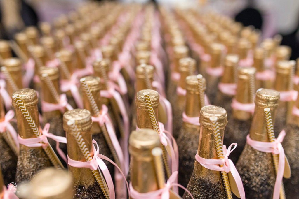 mini szampan dla gości weselnych