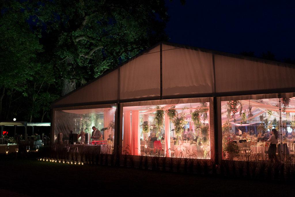 namiot jako idealne miejsca weselne