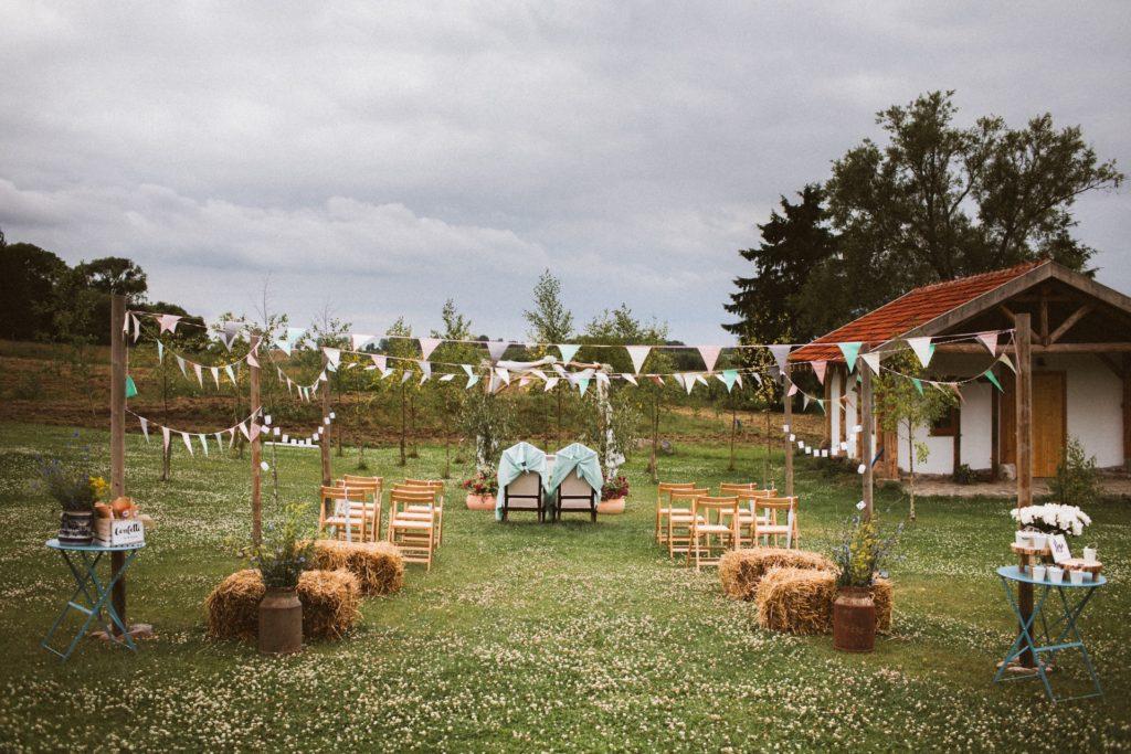 reportaż ślubny rustykalny ołtarz weselny
